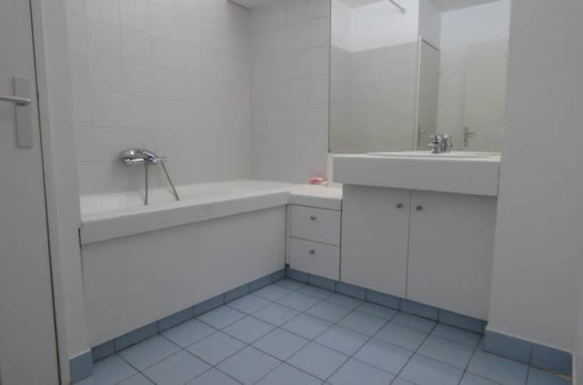 achat appartement charenton le pont: 4 pièces 82 m², salle de bain moderne avec baignoire