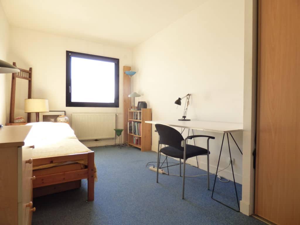 estimer maison alfortville: 5 pièces 154 m², deuxième chambre avec lit simple et coin bureau