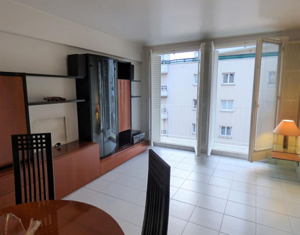 achat appartement alfortville: 3 pièces 55 m², pièce à vivre avec rangements ouvert sur balcon