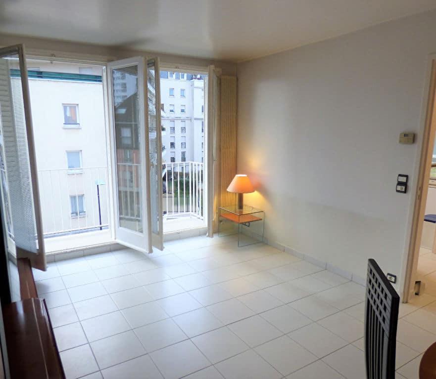 faire estimer appartement alfortville: 3 pièces 55 m², salon lumineux attenant à la cuisine