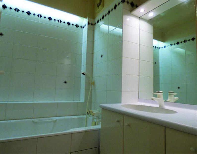 vendre appartement alfortville: 3 pièces 55 m², salle de bains avec baignoire et meuble vasque