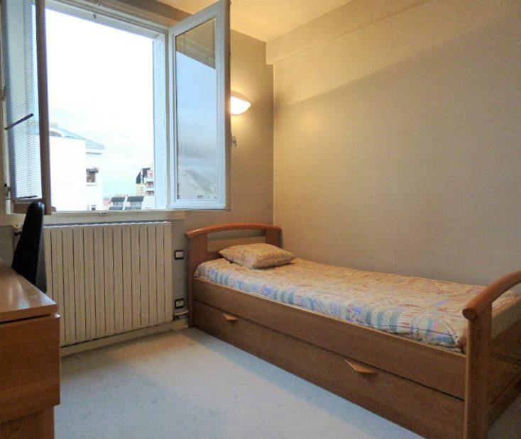 agence immo alfortville: 3 pièces 55 m², chambre avec lit simple et espace bureau
