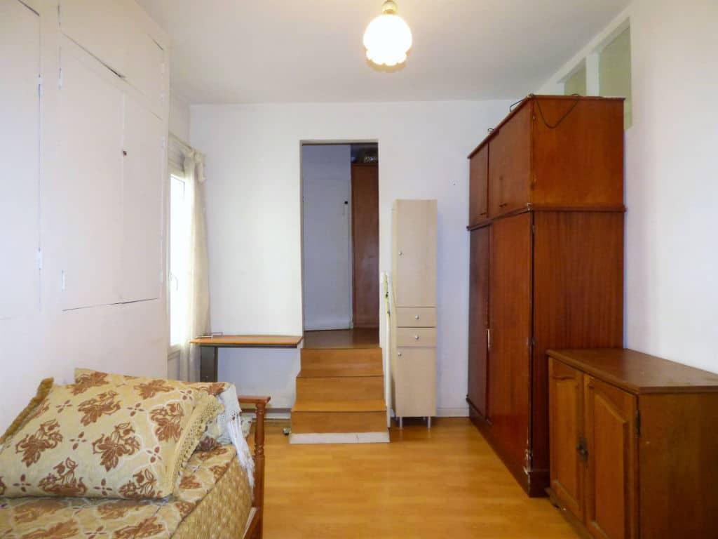 achat appartement charenton le pont: 2 pièces 45 m², chambre avec lit simple et rangements