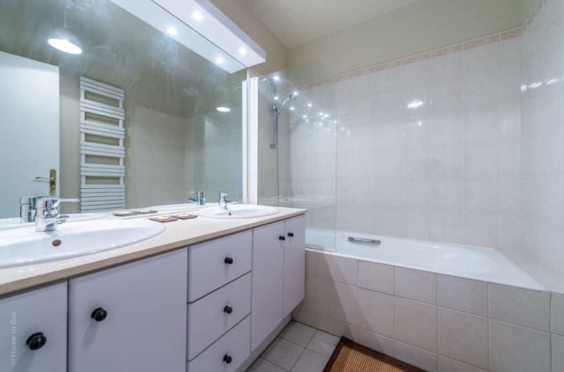 estimation maisons-alfort: 3 pièces 68 m², salle de bain avec baignoire, rangements