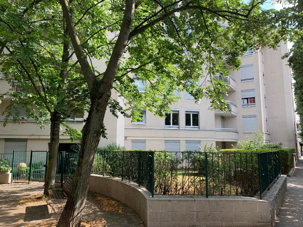 estimation appartement maisons-alfort: 4 pièces 85 m², proche mairie, balcons et parkings