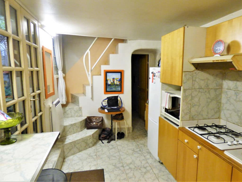 agence immo alfortville: 3 pièces 60 m², cuisine aménagée, escalier allant au 1er étage