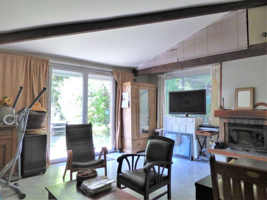 vente pavillon alfortville: 3 pièces 60 m², lumineux salon, poutres au plafond
