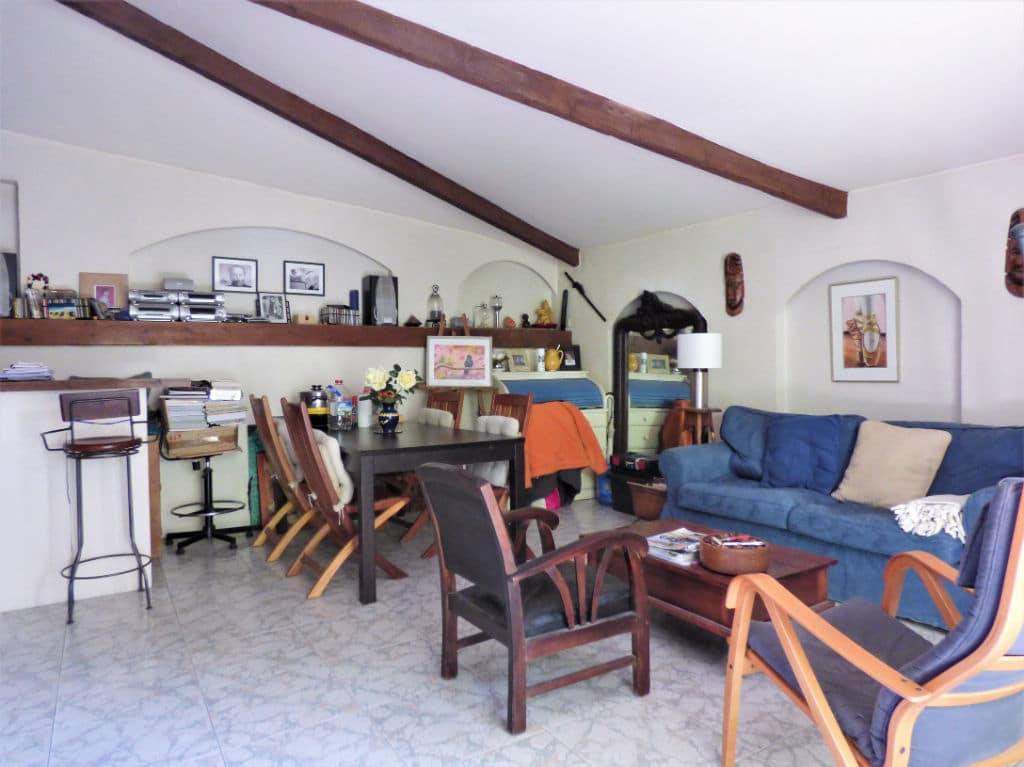 vendre maison alfortville: 3 pièces 60 m², salon avec étagères encastrée