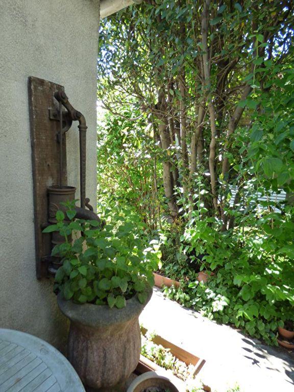 maison a vendre a alfortville: 3 pièces 60 m², ancienne pompe à eau dans le jardin