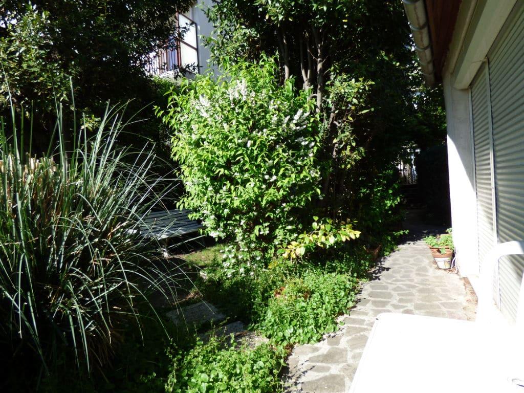 pavillon a vendre alfortville: 3 pièces 60 m², joli jardin arboré, ancien banc public