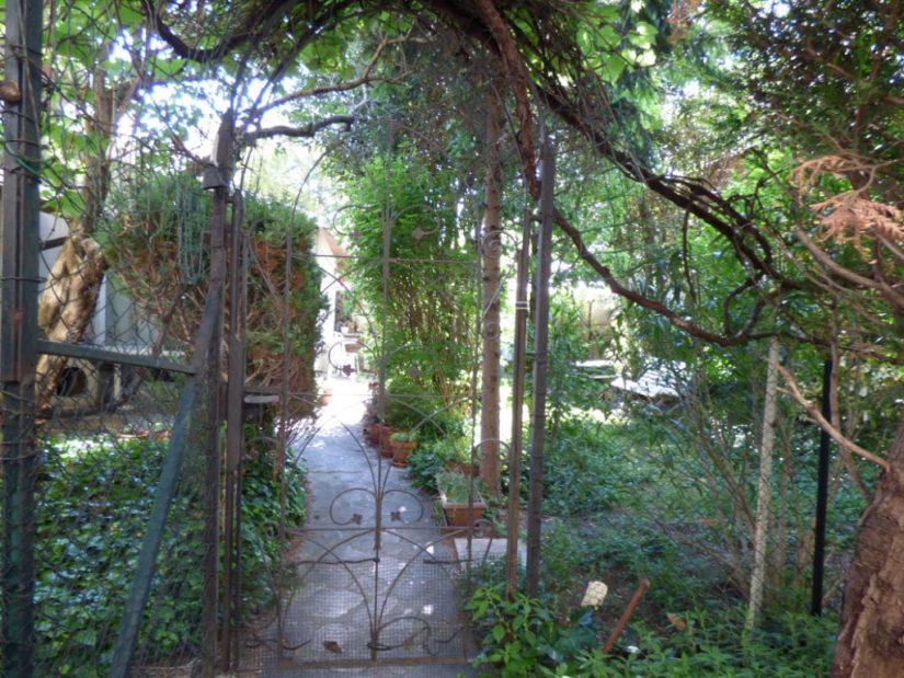 pavillon alfortville: 3 pièces 60 m², allée du jardin, ancienne grille rétro