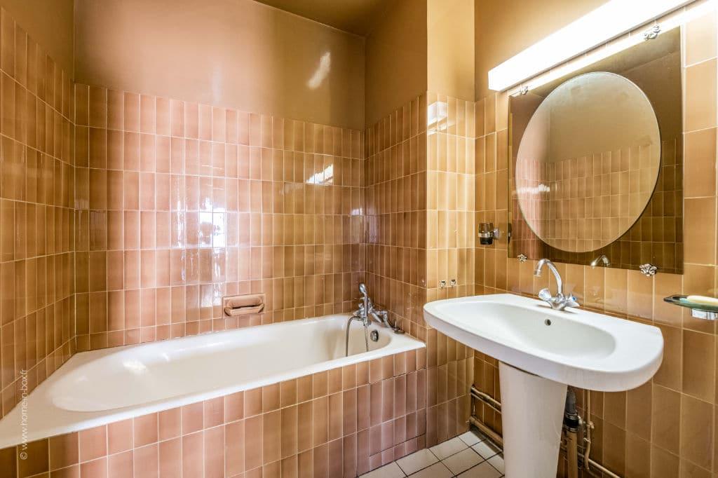 estimer appartement charenton: 5 pièces 100 m², salle de bains avec baignoire et lavabo