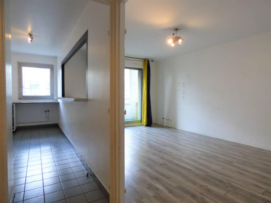 appartement à vendre charenton: 3 pièces 71 m², aperçu de la cuisine semi-ouverte sur le séjour