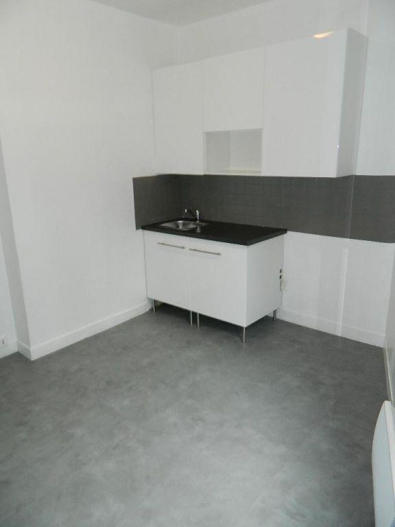 studio à vendre à maisons-alfort: 26 m² au 1er étage, cuisine indépendante avec rangements à aménager