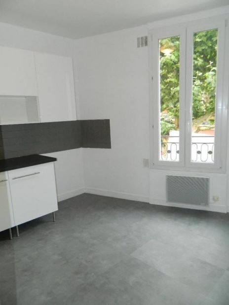 studio à vendre à maisons alfort: 26 m² au 1er étage, cuisine indépendante avec fenêtre