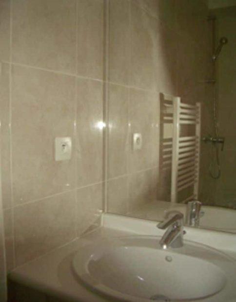 estimation appartement alfortville: 28 m², salle d'eau avec douche, meuble vasque et wc