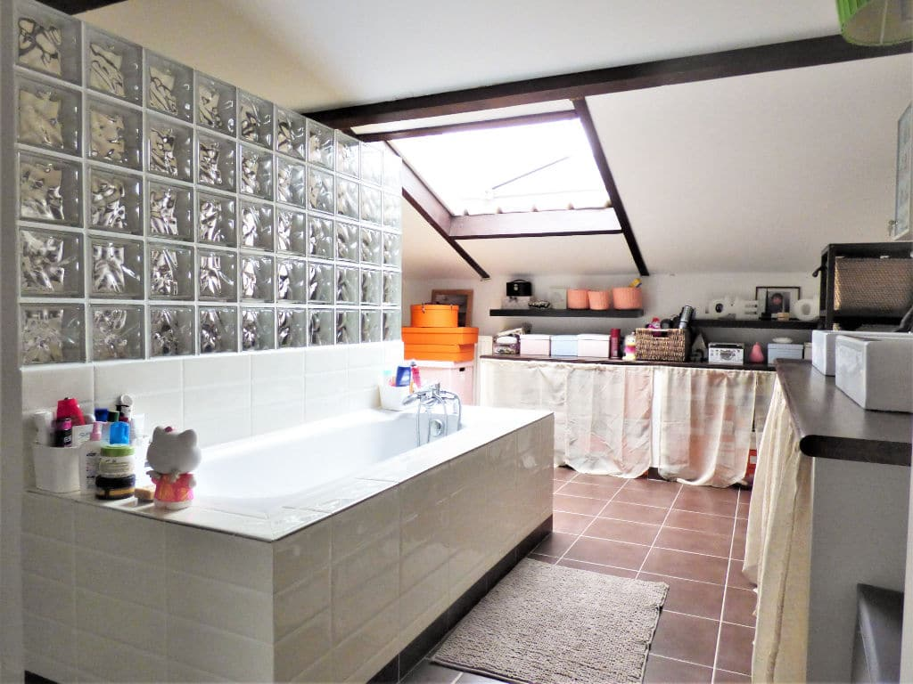 maison a vendre a alfortville: 4 pièces 116 m² (carrez), salle de bain avec baignoire