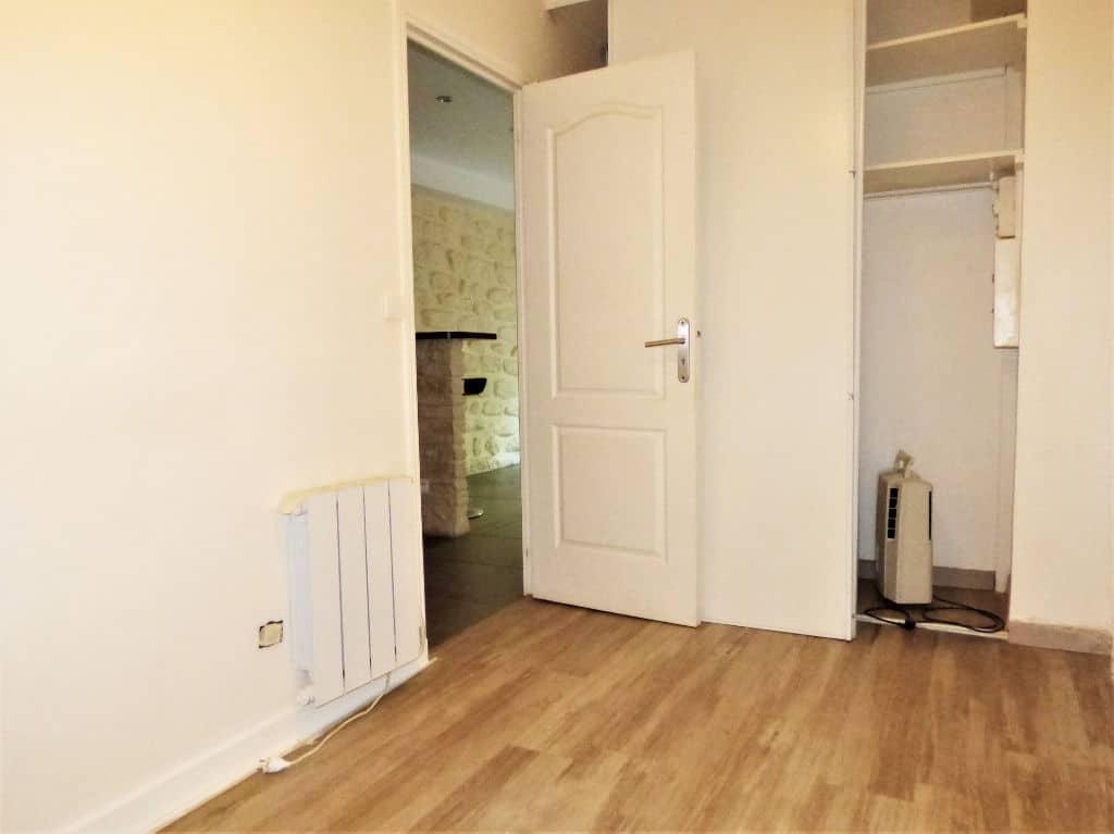 ventre appartement maisons-alfort: 2 pièces 30 m², chambre avec placards