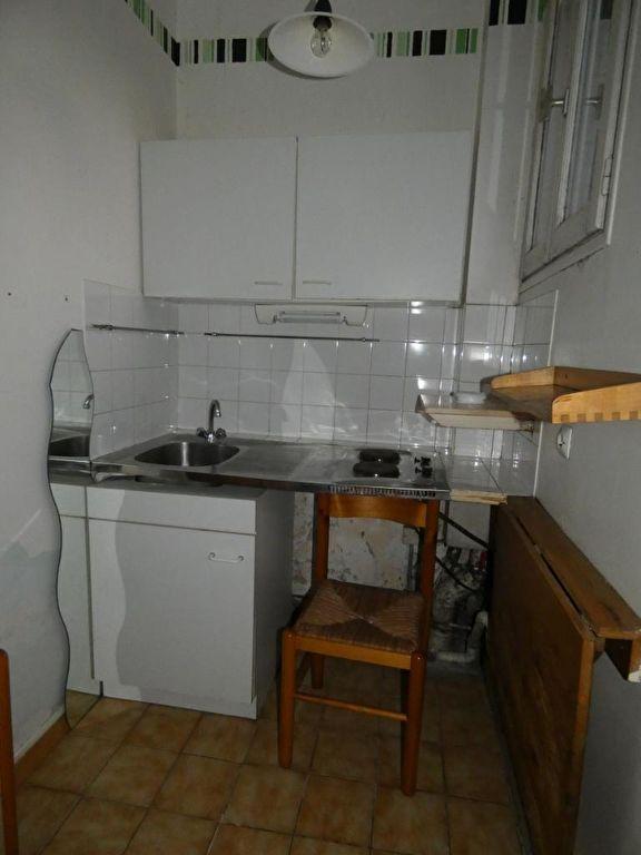 estimation appartement alfortville: studio 21 m², cuisine avec plaques et rangements