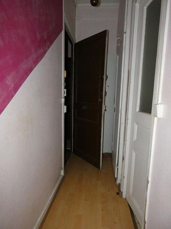 agence immo alfortville: studio 21 m², porte d'entrée et couloir d'accès
