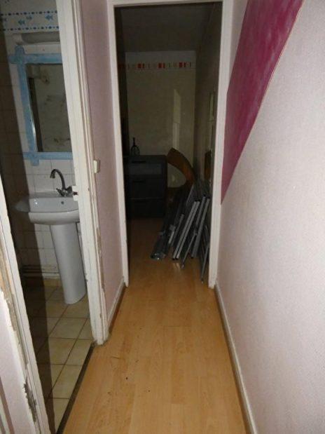 achat appartement alfortville: studio 21 m², couloir vers la salle d'eau et la pièce principale