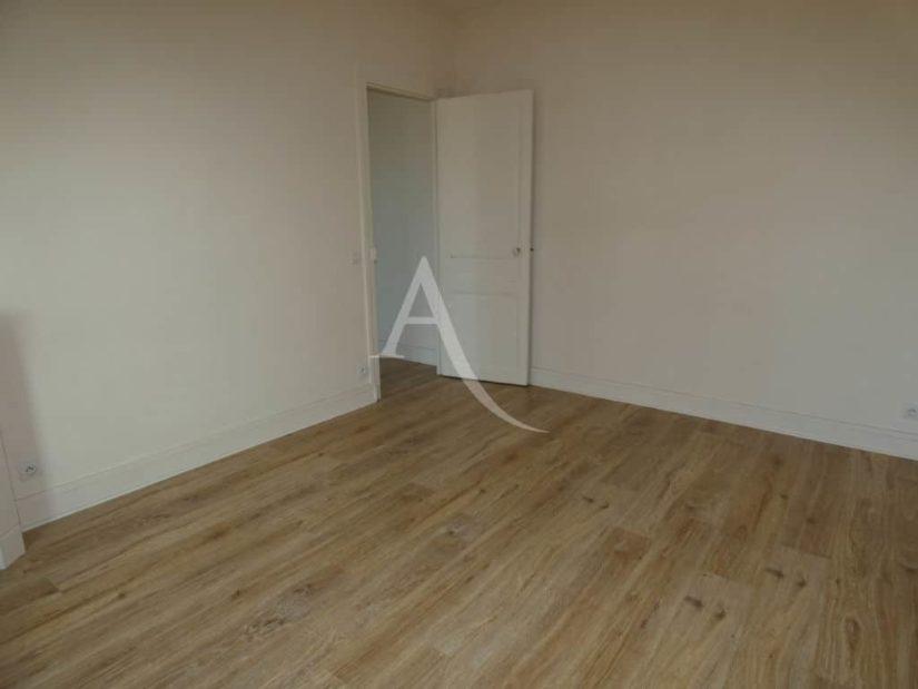 agence immo alfortville: 2 pièces 35 m², chambre à coucher en bon état