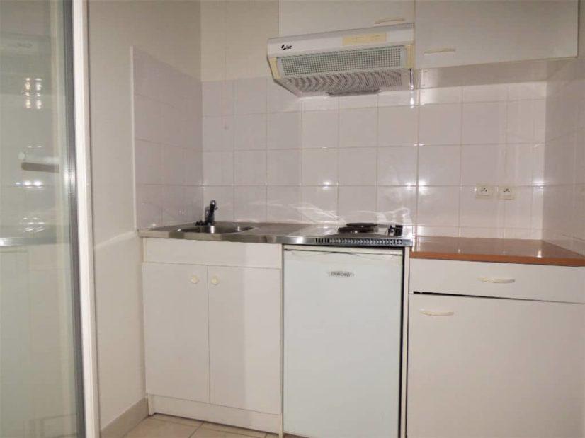 estimation appartement maisons-alfort: 27 m², coin cuisine avec plaques électriques et hotte