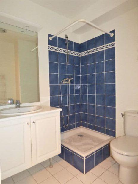 studio à vendre à maisons alfort: 27 m², salle d'eau avec meuble vasque et wc
