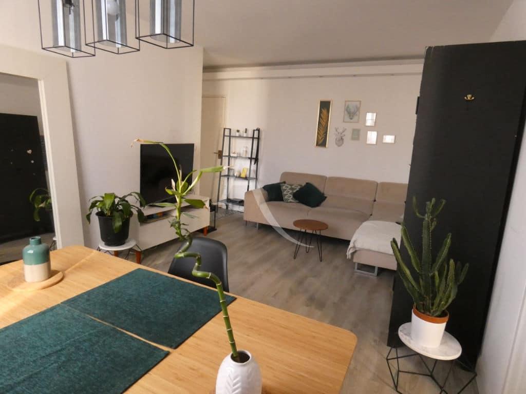 estimation appartement alfortville: 2 pièces 47 m², pièce à vivre lumineuse avec rangements