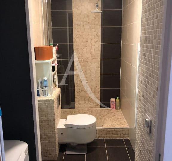prix estimation appartement: 2 pièces 32 m², salle d'eau moderne avec douche et wc