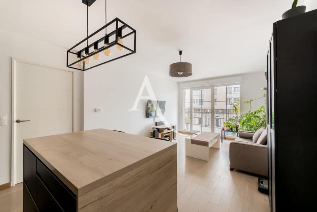 agence immo maisons-alfort: 4 pièces 77 m², pièce principale avec balcon terrasse