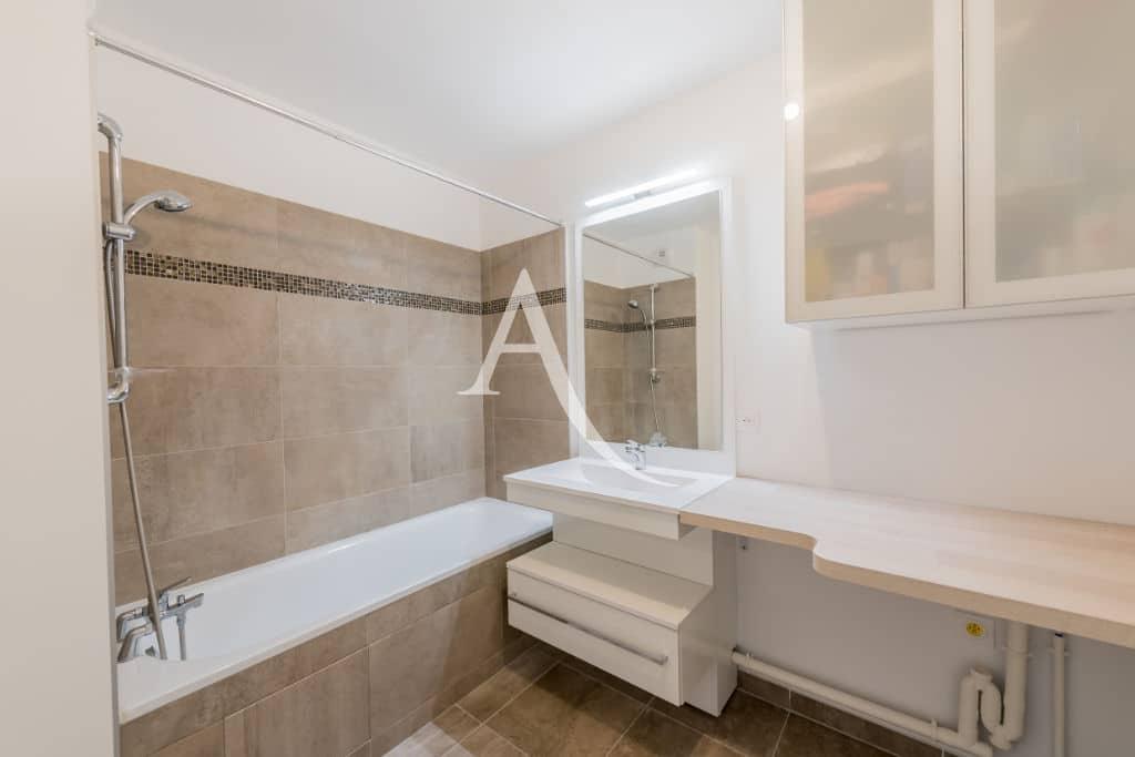 appartement à vendre maisons-alfort: 4 pièces, salle de bain avec baignoire, wc séparé