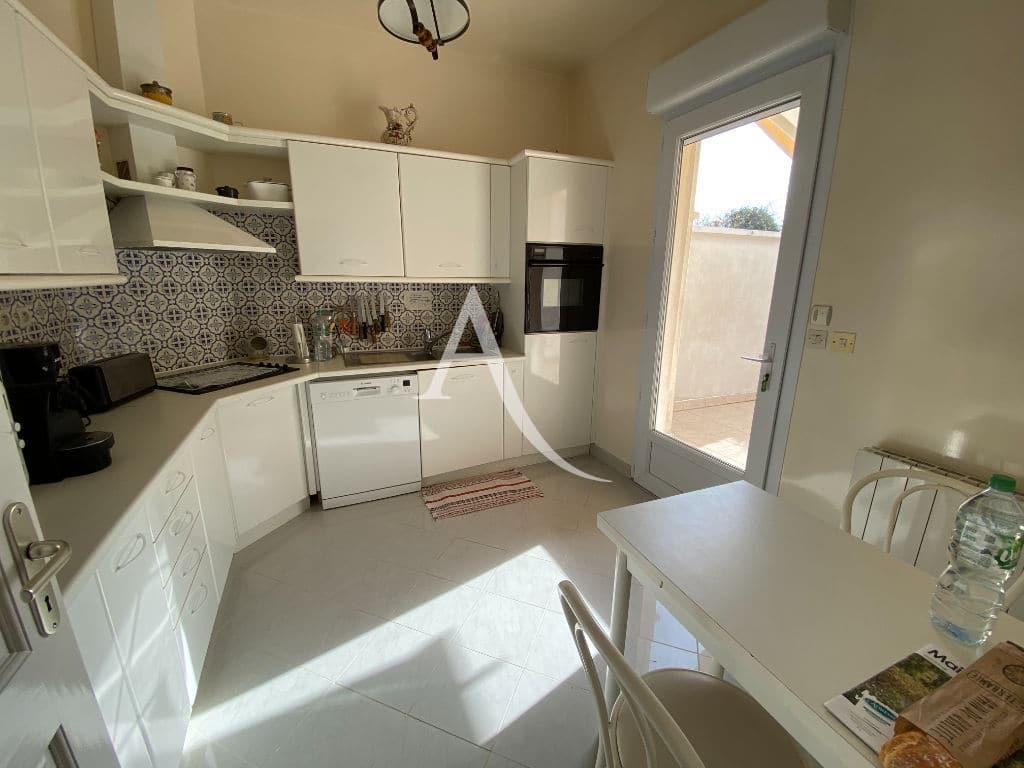 agence immo 94: maison 7 pièces, cuisine indépendante aménagée et équipée donnant sur terrasse