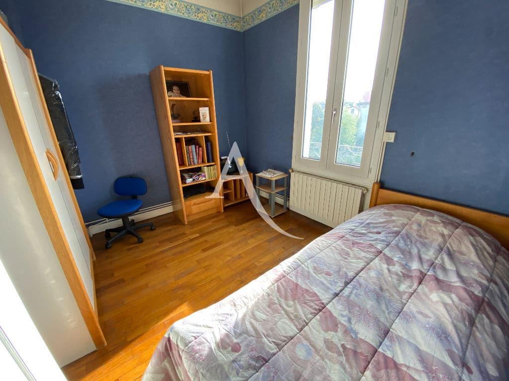 agence maisons-alfort: maison 7 pièces 191 m², chambre lumineuse, parquet au sol