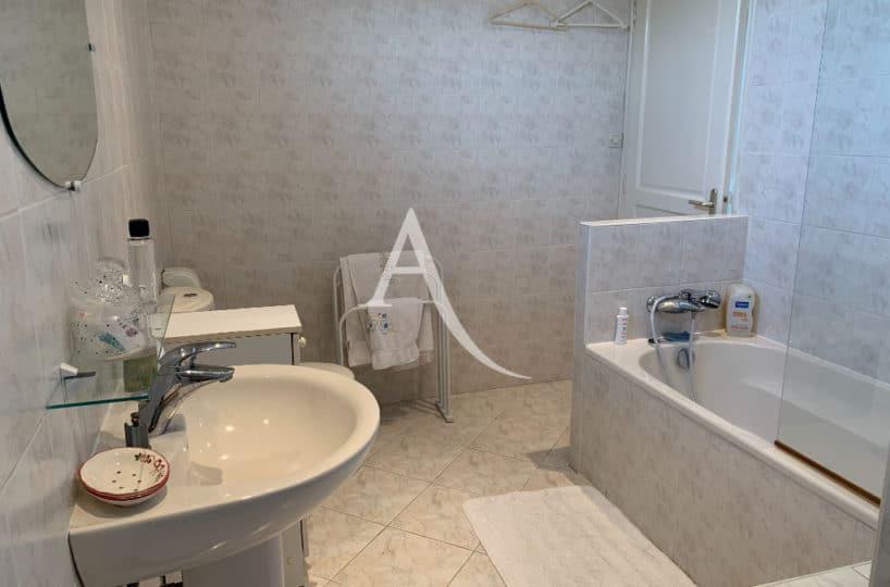 se loger maisons alfort: maison 7 pièces 191 m², salle de bain avec baignoire
