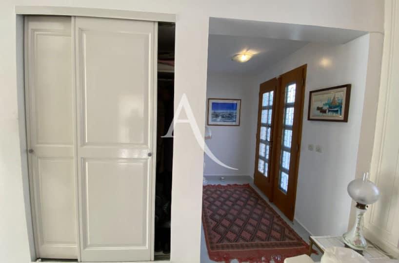 agence immobilière val de marne: maison 7 pièces 191 m², entrée avec placard