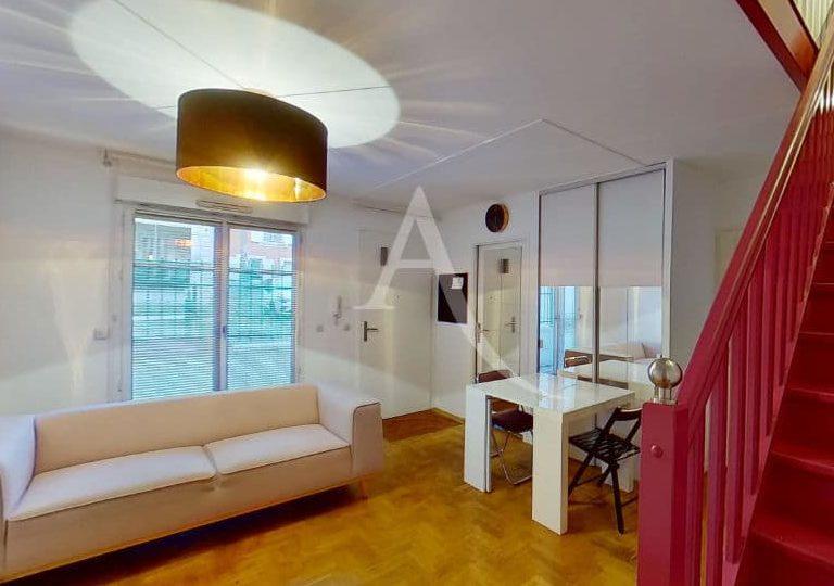 louer appartement à alfortville: 2 pièces meublées, séjour lumineux ouvert sur une petite cour