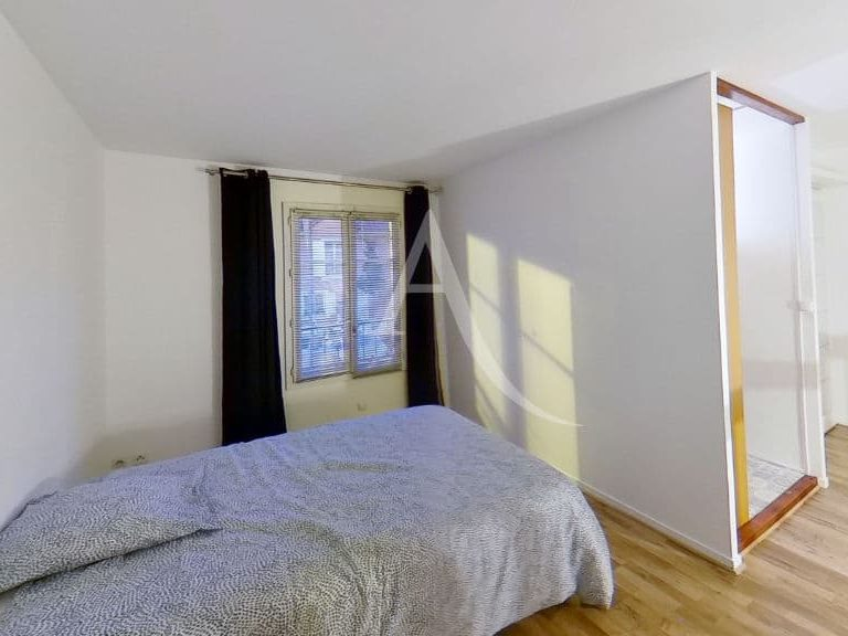 location appartement 94: appartement 2 pièces 50 m², chambre bien éclairée, dressing indépendant