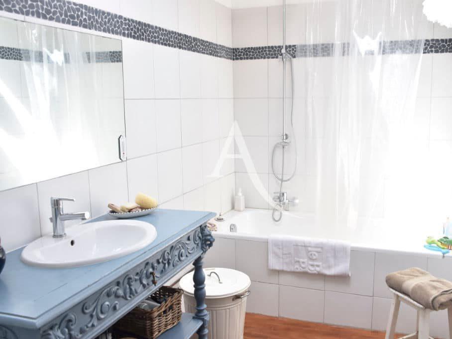 appartement à vendre à charenton: 4 pièces 90 m²,  salle de bain lumineuse avec baignoire