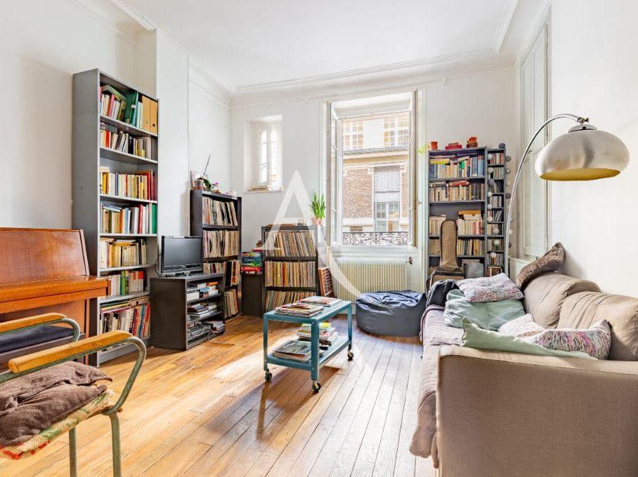 laforêt immobilier: appartement 4 pièces 69 m², spacieux séjour lunineux comprenant 2 fenêtres, parquet au sol