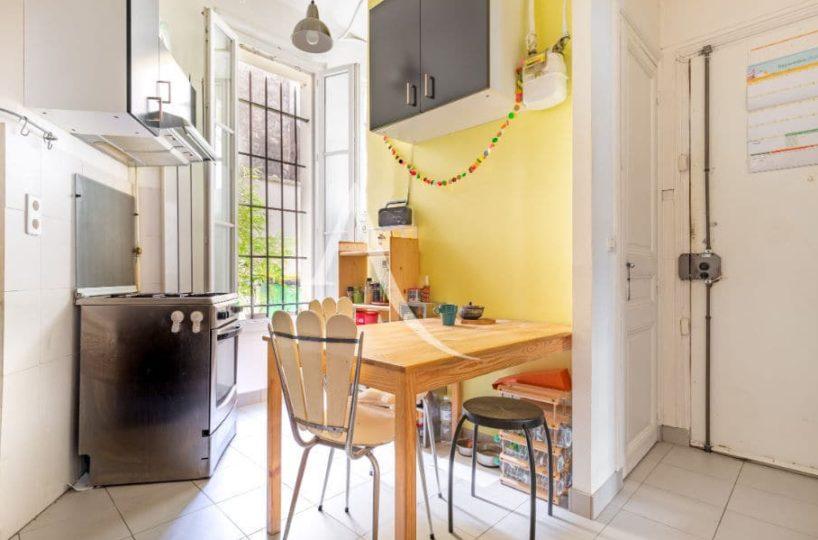 immo valerie: 4 pièces 69 m², entrée de l'appartement donnant directement sur la cuisine