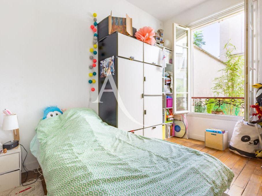 immobilier à vendre: appartement 4 pièces 69 m², 2° chambre lumineuse, accès par la 1° chambre, grande fenêtre