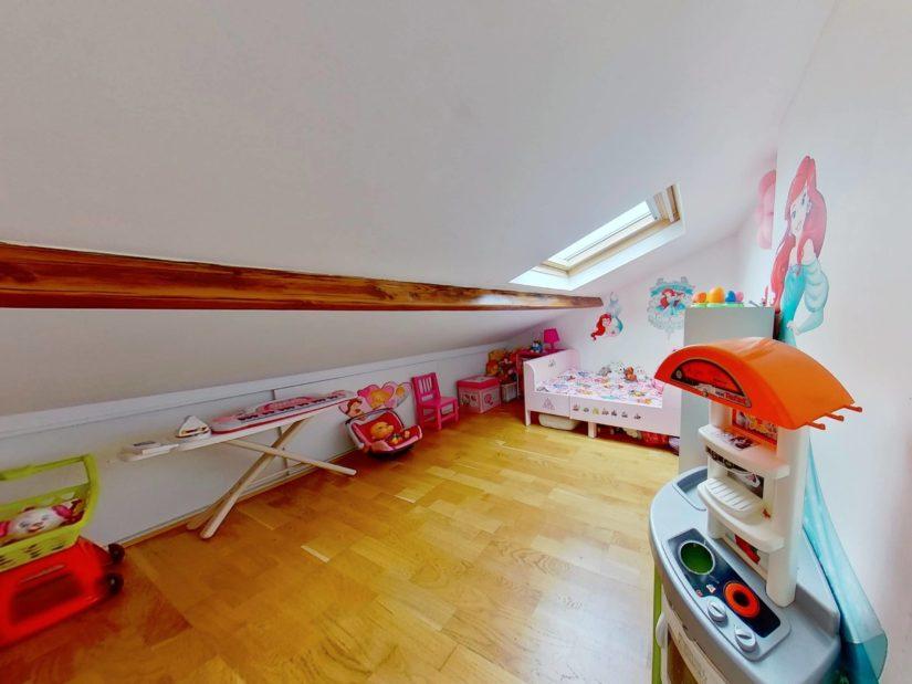 agence immo 94: appartement 4 pièces 46 m², chambre mansardée, parquet au sol