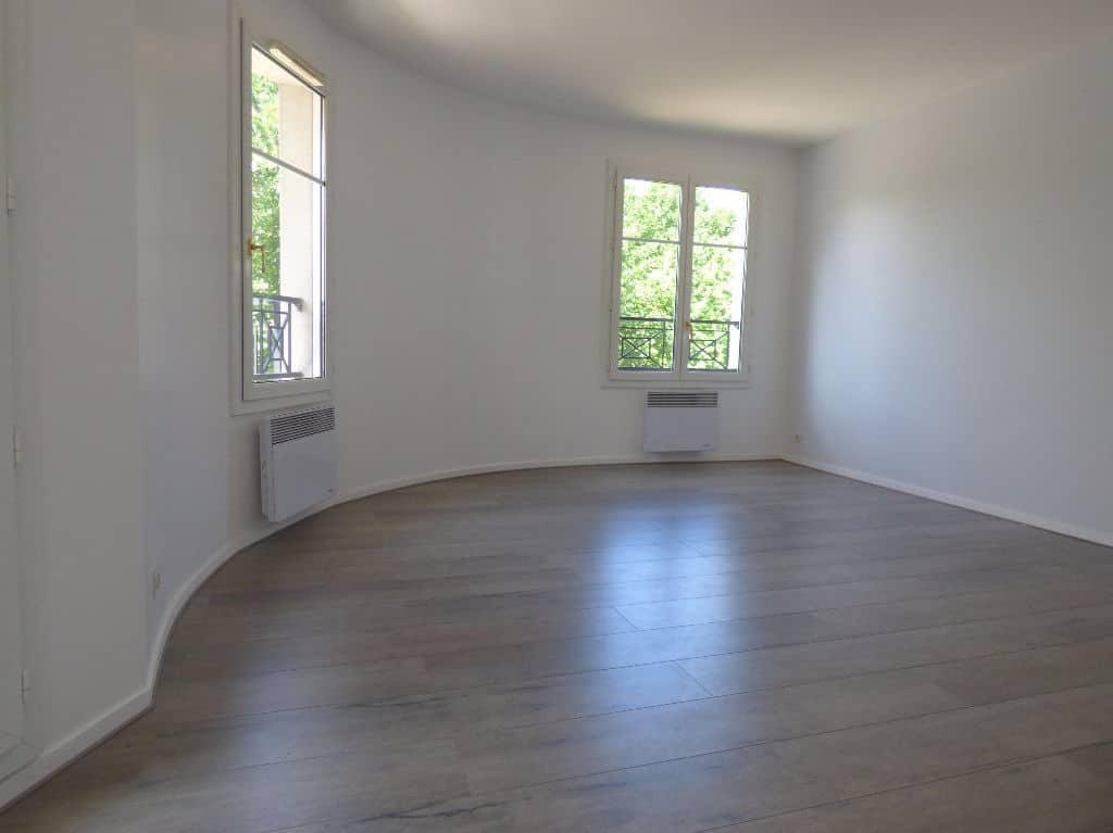 estimer appartement alfortville: 3 pièces, séjour avec 2 fenêtres et 1 porte fenêtre
