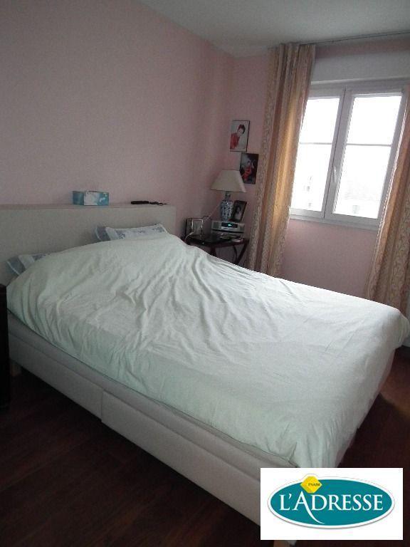 immobilier 94: appartement 3 pièces 67 m², chambre à coucher avec parquet au sol