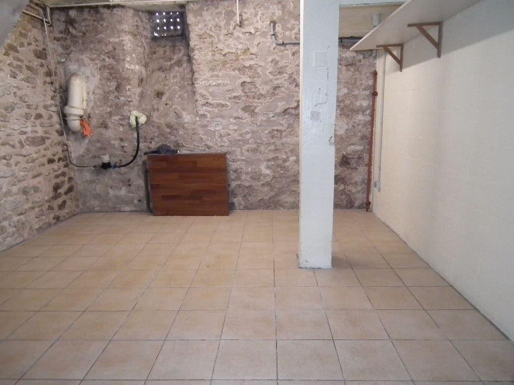 maison a vendre a alfortville: 5 pièces 118 m², aperçu du sous-sol avec étagères