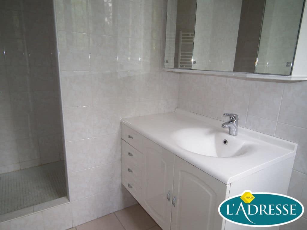 estimer maison alfortville: 5 pièces 118 m², salle d'eau avec douche et meuble vasque