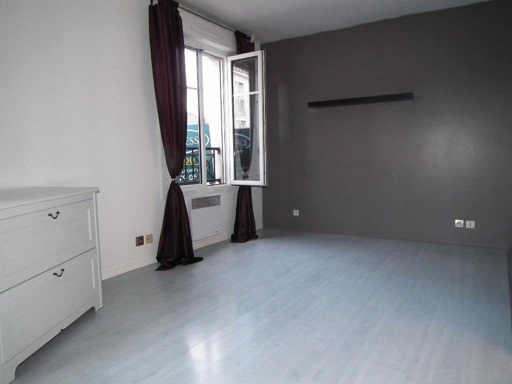 agence immo alfortville: 2 pièces 37 m², belle chambre à coucher lumineuse