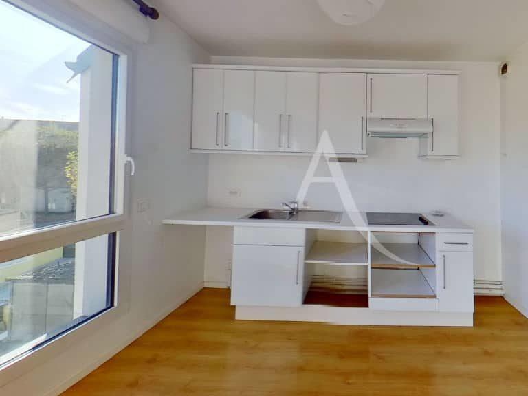 direct immobilier alfortville: studio 36 m², cuisine aménagée et équipée: plaques, hotte