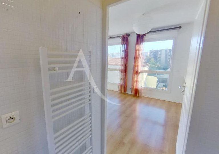 appartement alfortville: très grand studio 36 m², salle de bain fermée
